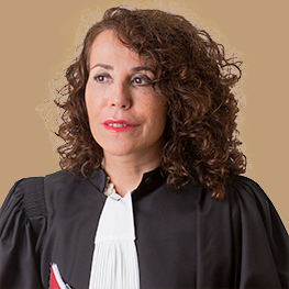 Maitre Gomez consulte au Tribunal de Marseille